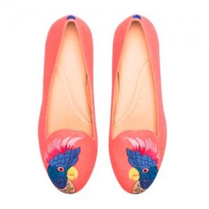 Chatelles-slippers-Coco-I-perroquet-multicolore-brodé-sur-toile-corail-vue-d'en-haut-210€-www.mychatelles.com